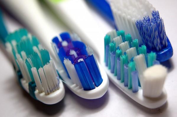 Как правильно выбрать зубную щётку