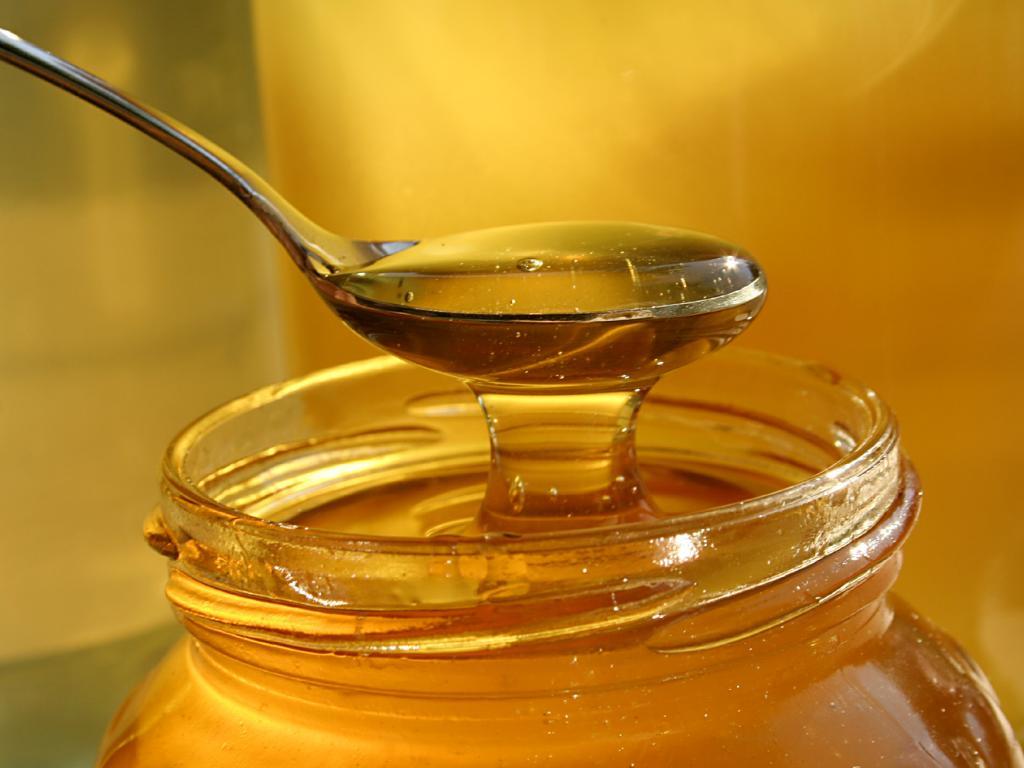 Мед полезен для зубной эмали