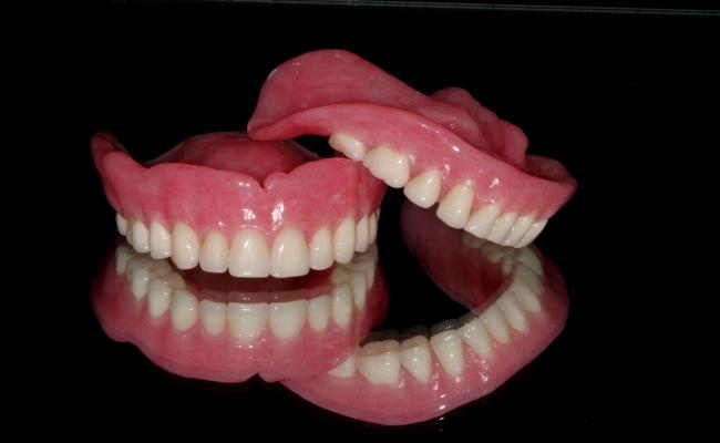Зубные протезы и галитоз