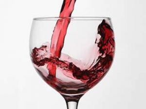 От кариеса защитит красное вино. Безалкогольное!