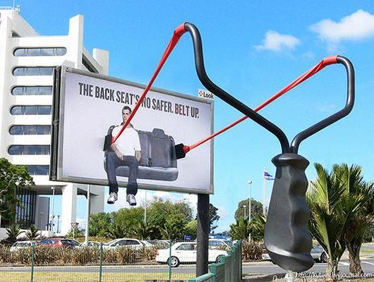 Оригинальные билборды: Краснодар предлагает обратиться в «Гравитацию»