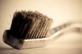 В зубных щетках с мягкой головкой может обитать до 3000 видов бактерий