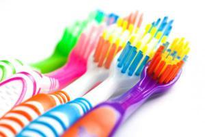 Почему зубные щетки становятся причиной проблем со здоровьем