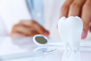 Как сохранить здоровье зубов надолго: боремся с кариесом