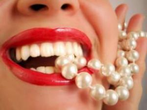Как провести отбеливание зубов в домашних условиях