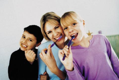 Чем и как правильно чистить зубы