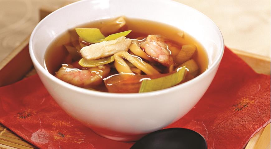 Классический китайский суп с лапшой
