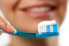 Специалисты рассказали, какие зубные щетки опасны для здоровья