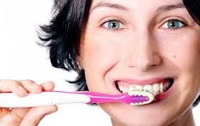 Чистить зубы после еды — вредно!