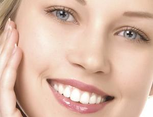 Как быстро избавиться от желтого налета на зубах