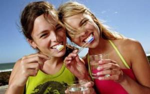 Соки вреднее для эмали зубов, чем колы