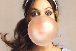 Жевательная резинка без сахара – правда ли она полезна для зубов?