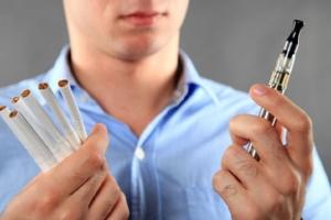 Стоматологи не рекомендуют увлекаться электронными сигаретами