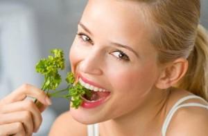 Натуральные средства помогают маскировать неприятный запах изо рта