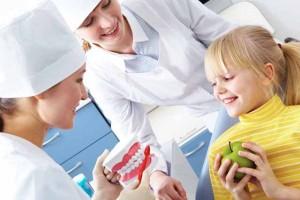 Зачем нужен ранний визит ребенка к стоматологу