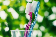На 60% зубных щеток обнаружены следы фекалий