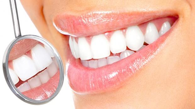 Регулярная чистка зубов и осмотр у стоматолога помогают сохранить здоровье ротовой полости