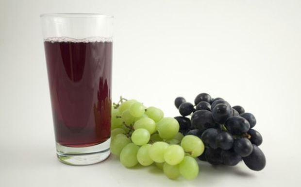 Виноградный сок разрушает эмаль даже сильнее, чем апельсиновый