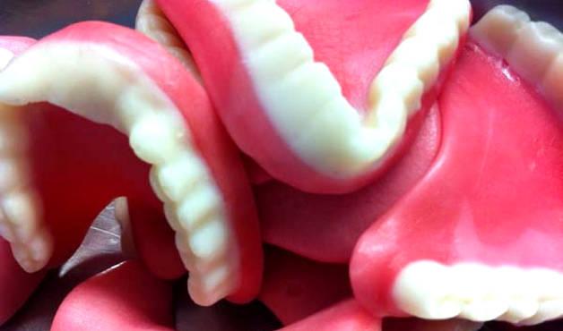 Какие зубные протезы лучше