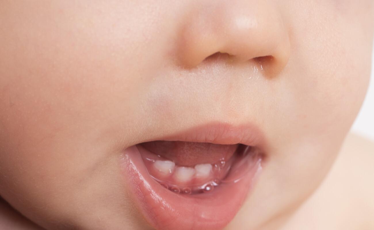 Прорезывание молочных зубов