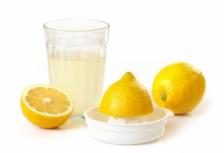 Отбеливание зубов с помощью лимонного сока