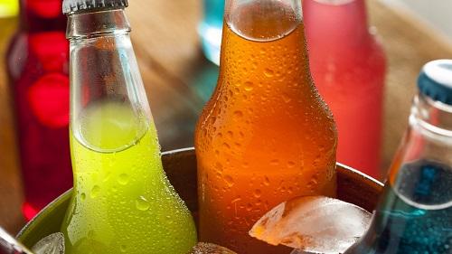 Газированные напитки разрушают зубную эмаль