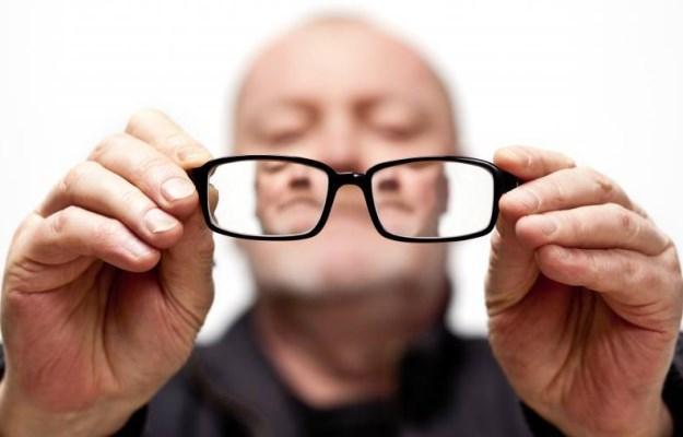 Потеря зрения в пожилом возрасте часто сопровождается хроническим периодонтитом