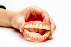 Зубные протезы приводят к недоеданию