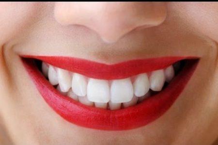 Эти напитки помогут сохранить зубы белоснежными