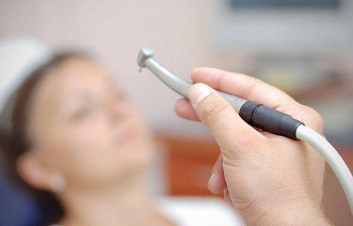 Стоматологи обещают прекратить сверлить зубы направо и налево