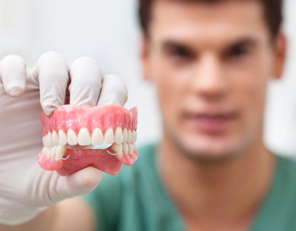 Протезирование зубов. Зубные имплантаты — эффективное решение при потере зубов