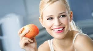 Названы овощи, способные разрушать зубы