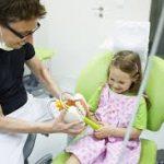 Родители могут помочь своему ребёнку избежать дентофобии