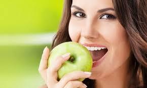 Яблоки более вредны для зубов, чем газировка