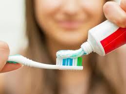 Названа опасность «отбеливающих» зубных паст
