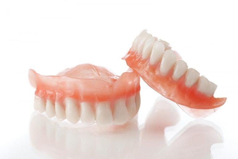Съемные зубные протезы при полном отсутствии зубов