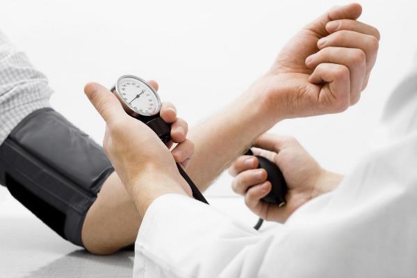 Пародонтит связывают с повышенным риском гипертонии у больных