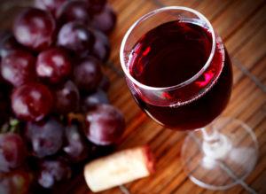 Зубные бактерии не любят красное вино