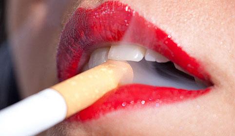 Стоматологи предупреждают — курение разрушает зубы