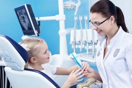 Нужен ли ребенку стоматолог