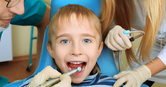 Лечение зубов деткам цветными пломбами