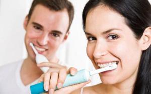 Ученые: электрические зубные щетки вредят здоровью людей