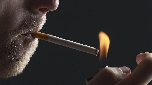 Курение разрушает бактерии во рту