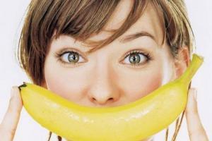 Как отбелить зубы банановой кожурой
