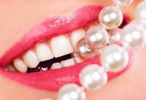 Как отбелить самостоятельно зубы дома
