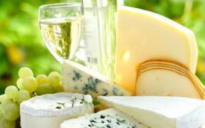 Белое вино наносит вред зубам