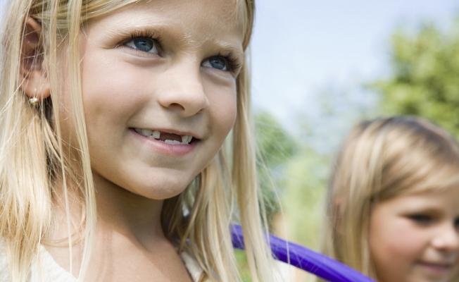 Выпадение молочных зубов у детей