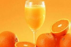 Апельсиновый сок разрушает зубную эмаль