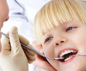 Стоит ли лечить кариес молочных зубов у детей