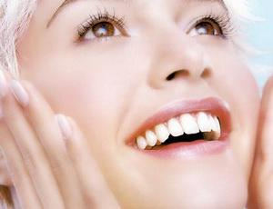 8 простых способов отбелить зубы дома